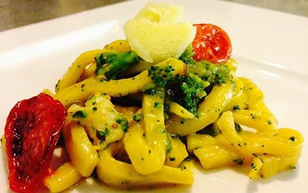 Scialatielli con gamberi, broccoli e pomodorini e…