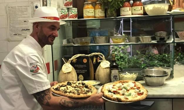 Il maestro pizzaiolo Salvatore Vesi: nuovo look: per la sede di via San Biagio dei Librai