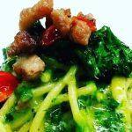Spaghetti con pesto di  friarielli,provolone del monaco,pancetta e…..