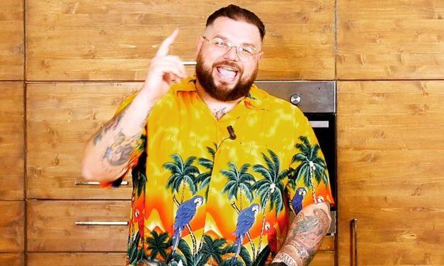 Mocho, cibo succulento e ironia su YouTube