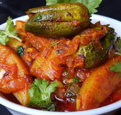 Potato and Parwal Curry Recipe, Potato and Parval Curry Recipe, Aloo Aur Parwal ki Subji Recipe, Potato and Pointed Gourd Curry Recipe, Authentic Indian Curry Recipe, Indian Curry Recipe.