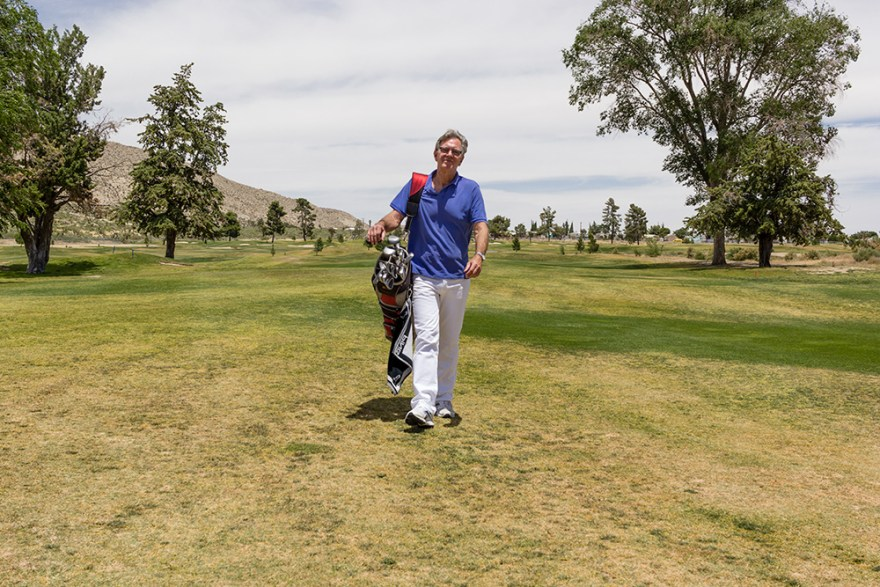 """David Jackson plays golf for an """"Earn What You Eat"""" segment on Food Over 50"""