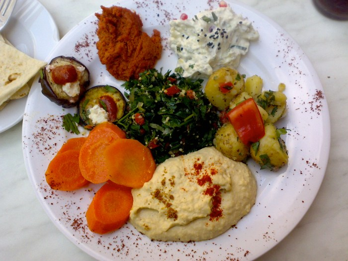 How To Build A Middle Eastern Mezze Platter For The Completely