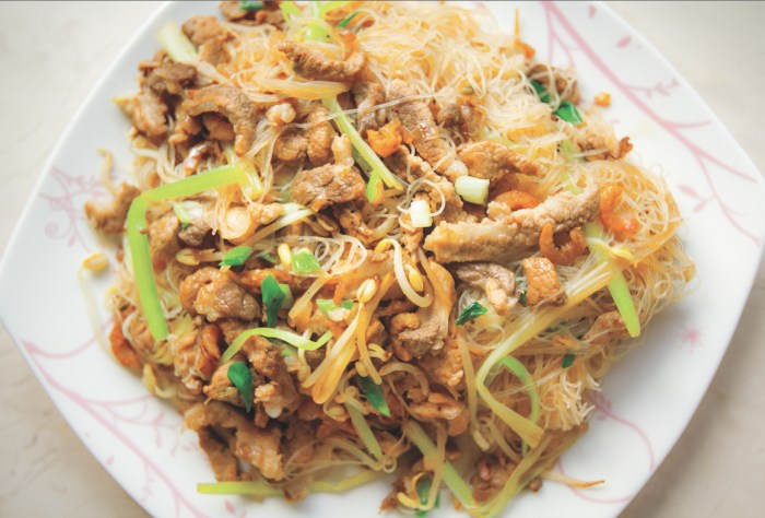 Taiwanese Pan Fried Rice Noodles With Pork And Vegetables Recipe Food Republic