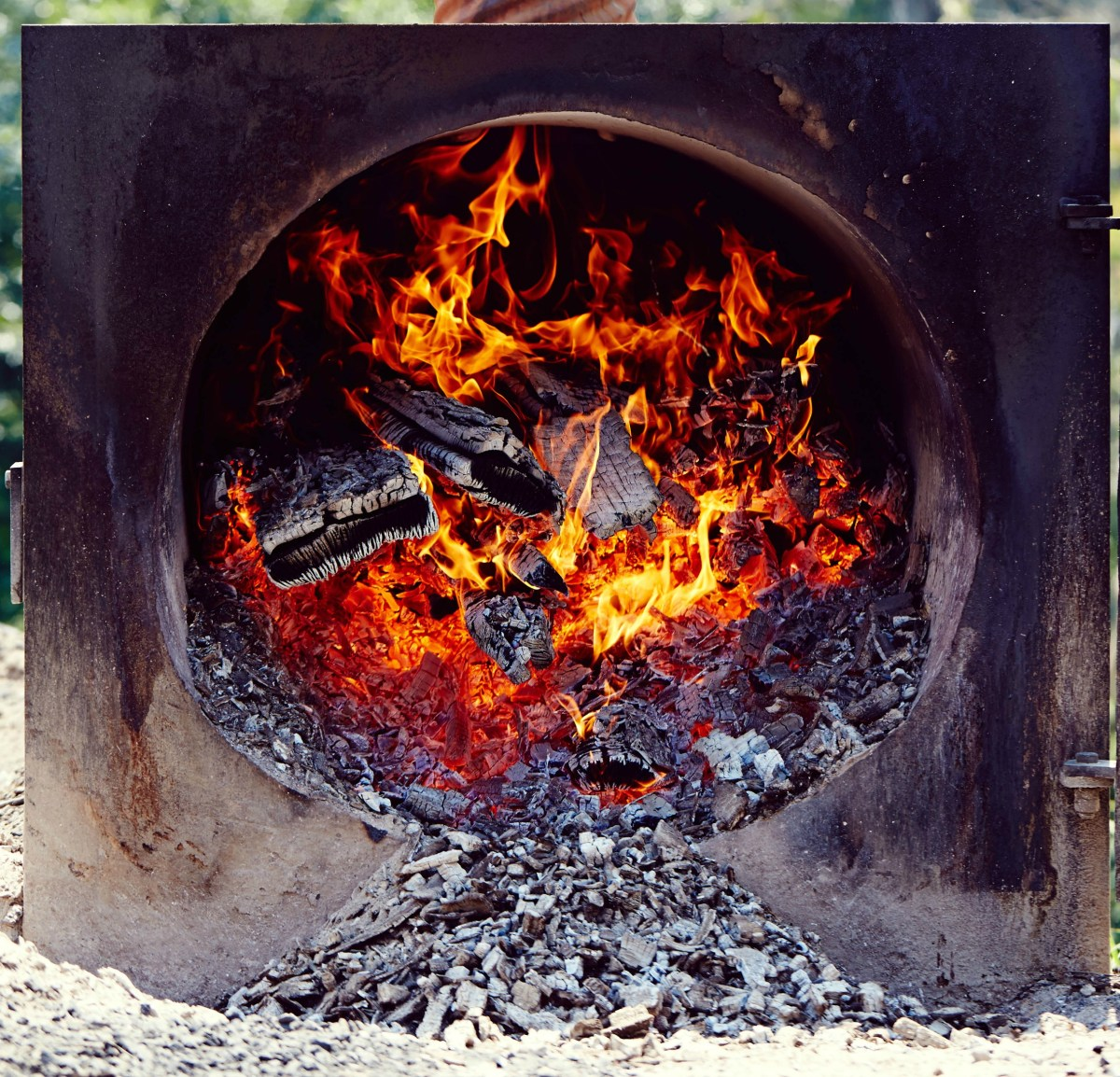 If You Re Smoking Barbecue At Home Wood Is The Essential