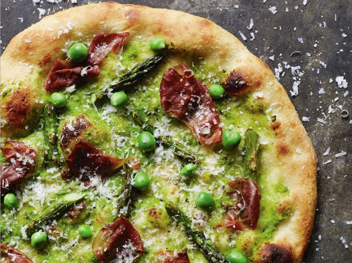 prosciutto pizza with asparagus
