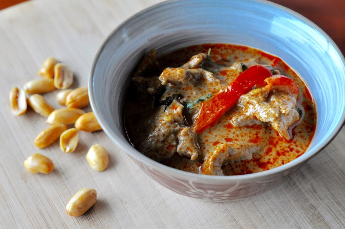 Just by adding peanuts to the paste, kaeng kua paste becomes penang paste.
