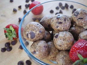 Paleo Protein Cookie Dough Bites | The perfect, allergy-friendly snack for back to school - the entire family will love them!