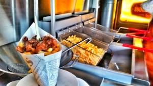 foodtruck met frieten frituur