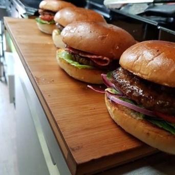 foodtruck met kip burger