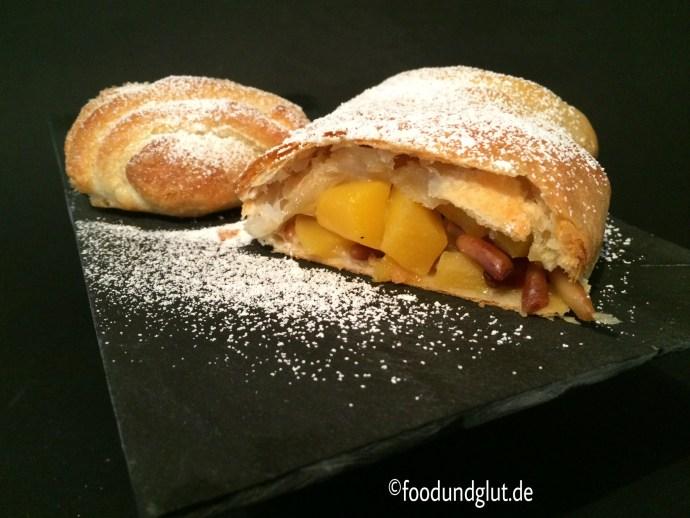 Blätterteig, Strudel, gefüllt mit Mango und Pinienkernen