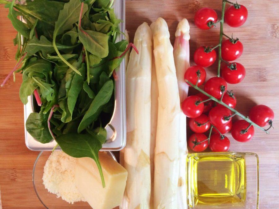 Tagliatelle mit Spargel, Kirschtomaten und rotem Mangold