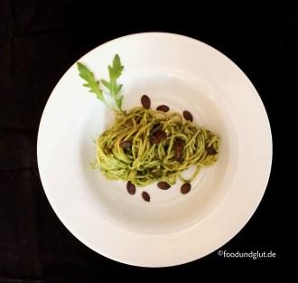 Rucola-Pesto mit gerösteteten Kürbiskernen