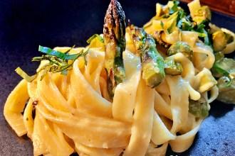 Tagliatelle mit Spargel-Parmesan-Creme