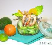 Салат с креветками и мандарином