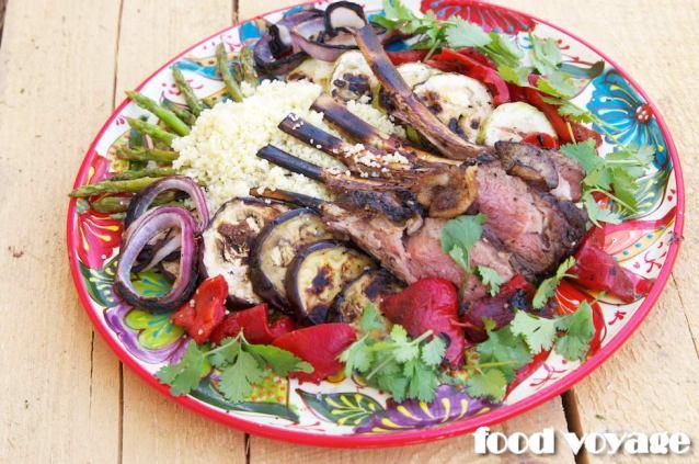 Баранья корейка с кускус и овощами гриль