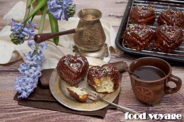 Печеные сырники с шоколадной глазурью