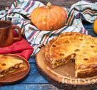 Пирог из творожного теста с бужениной и тыквой