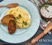 Котлеты из трески и творога с картофельным пюре и  сметано — огуречным  соусом