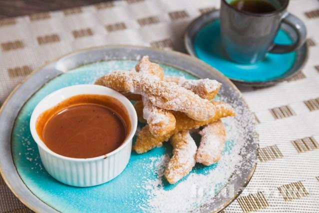 Испанский хворост — Чуррос с соусом из шоколада