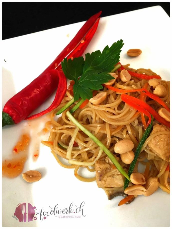 asiatische one pot pasta, one pot, pot, alles in einem topf, asia, Rezept, idee, einfach kochen, einfaches rezept, rezepte, schweizer foodblogs, foodwerk.ch, foodwerk, foodblog, blog, food, kochen, backen, cook, bake, swiss, swiss foodblog, foodblogger, foodie, instafood, foodblogs, familyblog