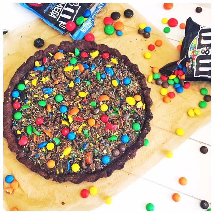 schokolade, foodblogs, foodwerk.ch, m&m's, praline, biskuit, tarte, backen, farbig, schweizer foodblog, bunt