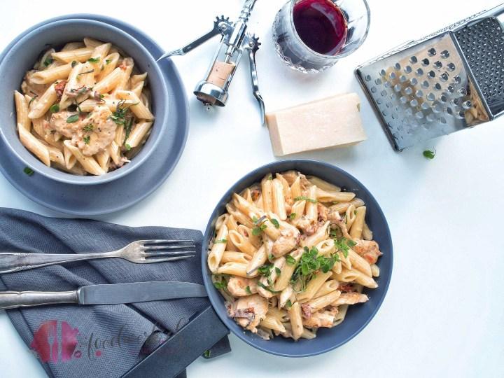 haehnchen, poulet, one pot pasta, pasta, penne, cremig, Rezept, idee, einfach kochen, einfaches rezept, rezepte, schweizer foodblogs, foodwerk.ch, foodwerk, foodblog, blog, food, kochen, backen, cook, bake, swiss, swiss foodblog, foodblogger, foodie, instafood, foodblogs, familyblog
