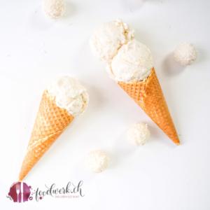 Raffaello Eis in der Waffeltüte. Gemacht mit der Cuisinart Eismaschine