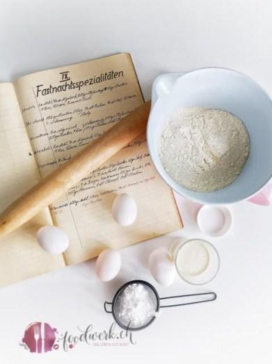 Rezeptbuch mit Fasnachtschüechli und Zutaten für die Herstellung
