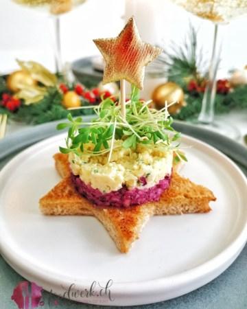 Käsetatar auf Rotkraut und Toaststern ideal als Vorspeise oder Apero