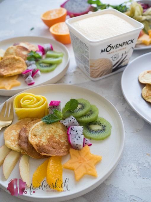Mövenpick Vanilla Dream mit Pancakes und Früchten