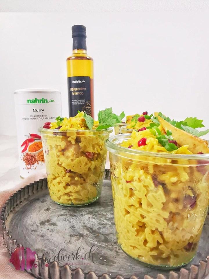 Reissalat mit Curry im Glas mit Proukten von Nahrin
