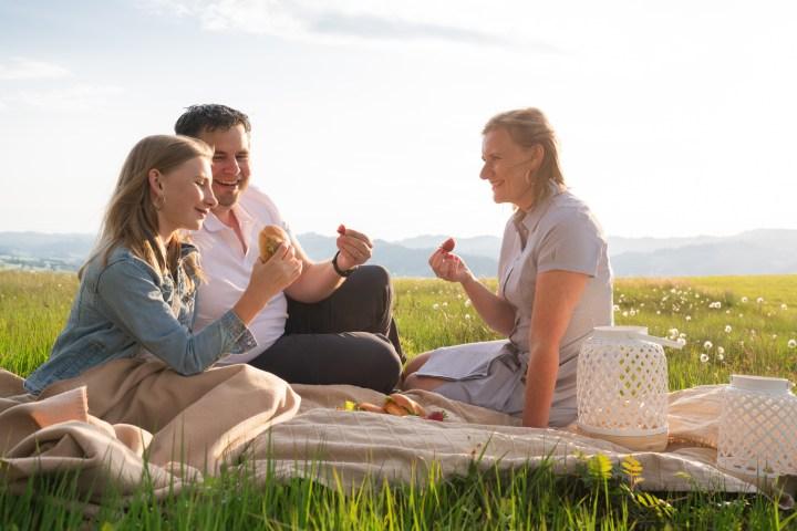 Team Foodwerk.ch bei einem Picknick. Caro, Tobi & Liv