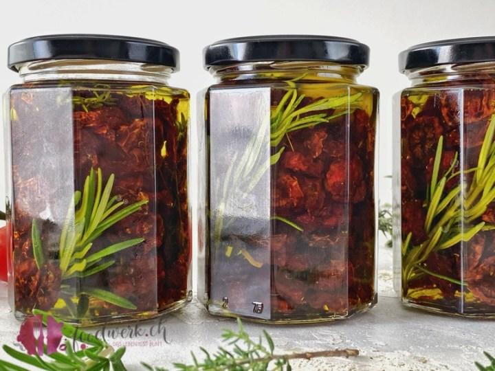 Getrocknete Tomaten im Öl und verschlossen im Glas