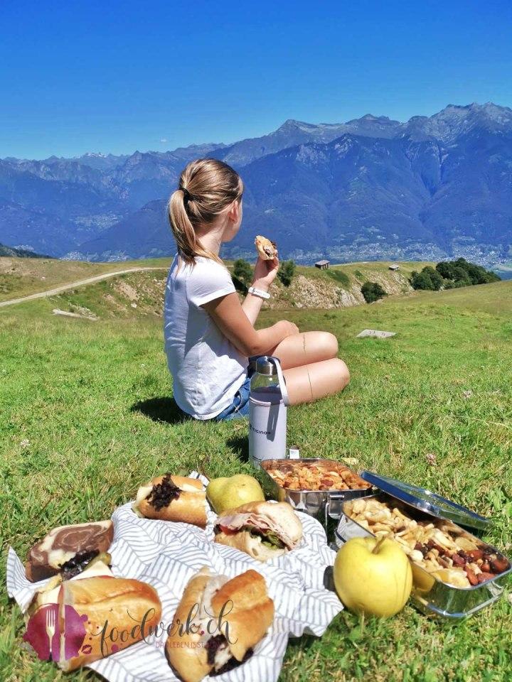 Picknick auf dem Monte Tamaro bei der Alpe Foppa