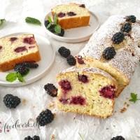 Joghurt-Cake mit Brombeeren