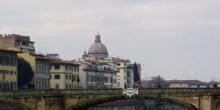 EDITORIA/ ROBERTO IPPOLITO IN NAVE NEL MEDITERRANEO PIENO DI LIBRI
