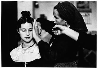 SPAIN. Navalcan. Province of Toledo. 1955. Bridesmaid's hairdo. ©Inge Morath/MAGNUM PHOTOS