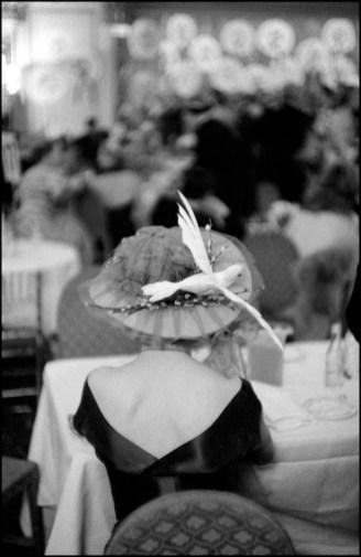 Hat Show, Londra, 1955 © The Inge Morath Foundation/Magnum Photos