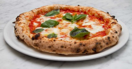 pizza-margherita-originale-Scatti-di-Gusto