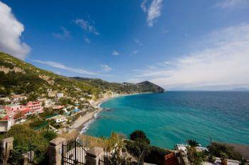 xhotel-con-spiaggia-ischia-maronti-sant-angeloP2028229-1620x1080.jpg.pagespeed.ic_.OVTvJ-O2NC-696x464