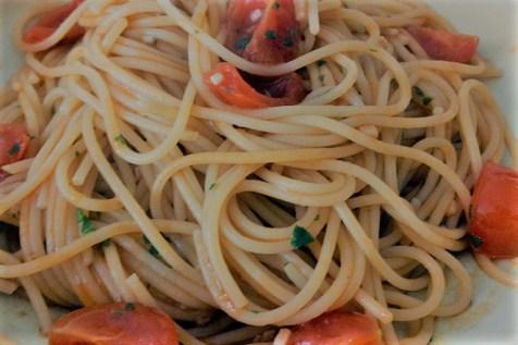Spaghetti-pomodorini-e-acciughe