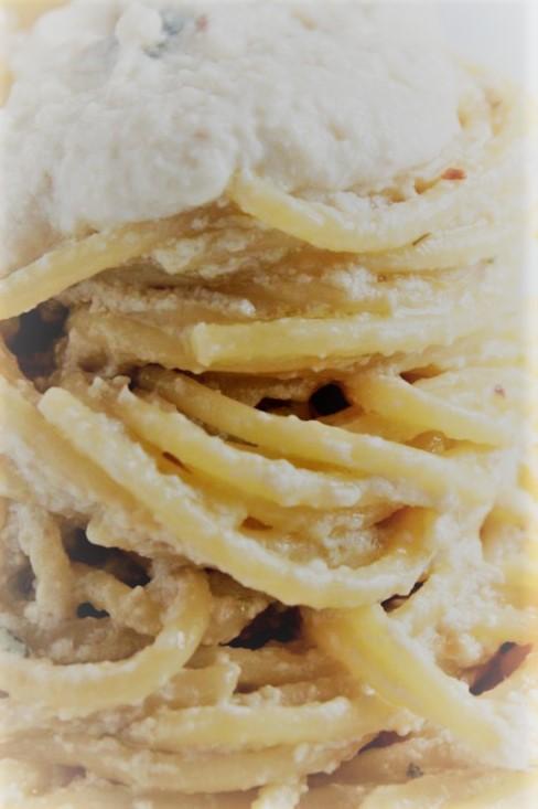 spaghetti alici e ricotta