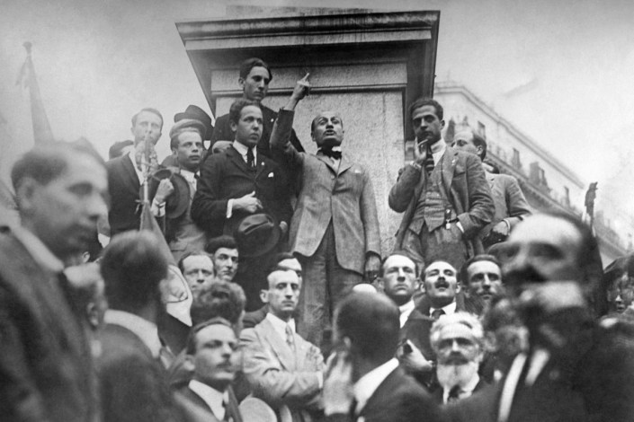 Adolfo-Porry-Pastorel.-Benito-Mussolini.-Comizio-in-Piazza-S.-Elena-Roma-luglio-1920-Archivio-fotografico-Istituto-Luce-Fondo-Pastorel