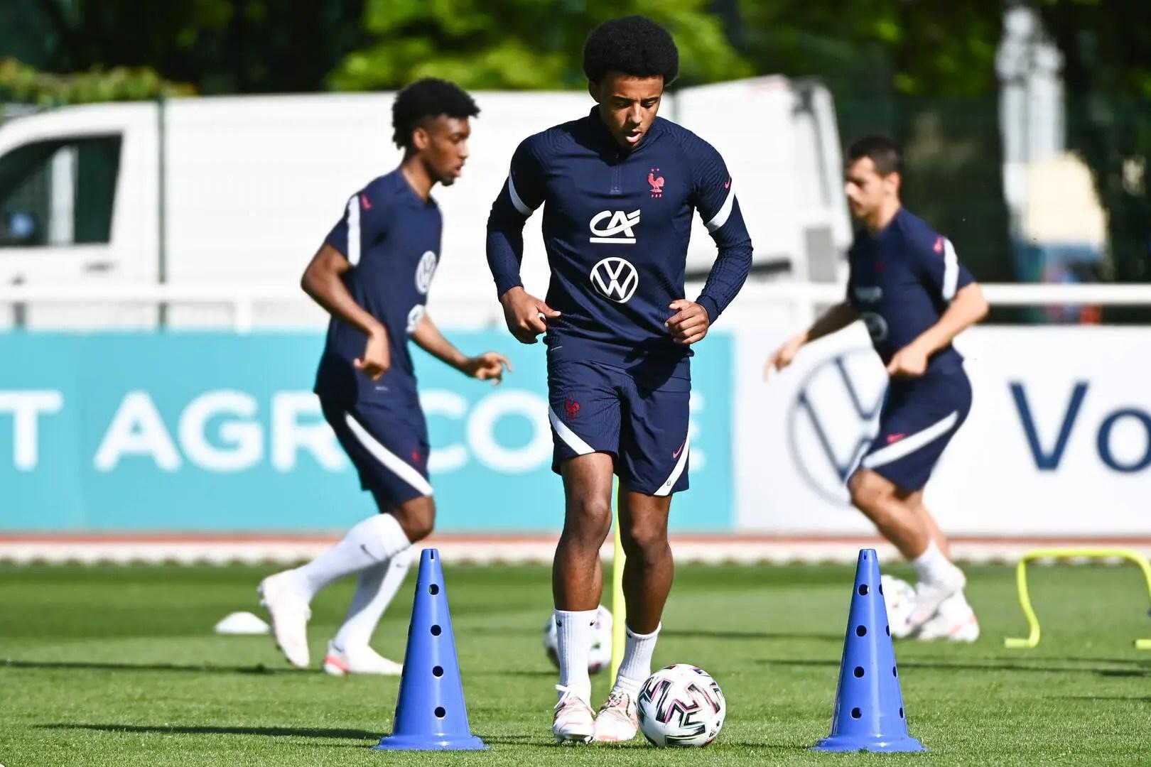Sevilla tolak tawaran chelsea untuk transfer jules kounde. Maillot Kounde France - img-Bachue