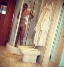 moglie di canizares nuda fa la doccia