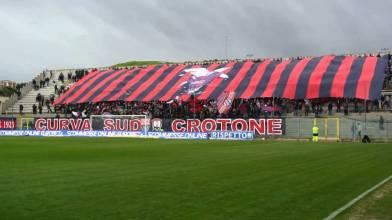 Gli ultras del Crotone e la musica di Rino Gaetano allo stadio