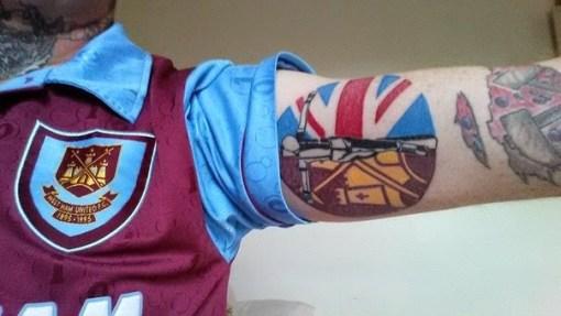 West ham: skinhead crucified tattoo e martelli