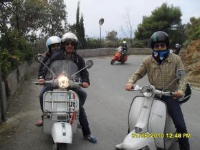 Isernia: scooterboy con sciarpa Cherokee