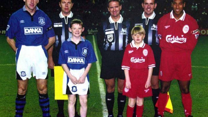 Wayne Rooney e l'altra mascotte: storia di una foto
